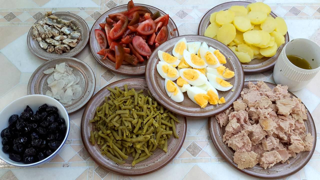 Nicoise salad (nicoise: olive species) - salad with tuna ...